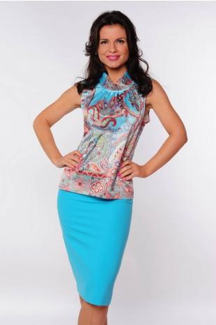 Небесно-голубая юбка с чем носить