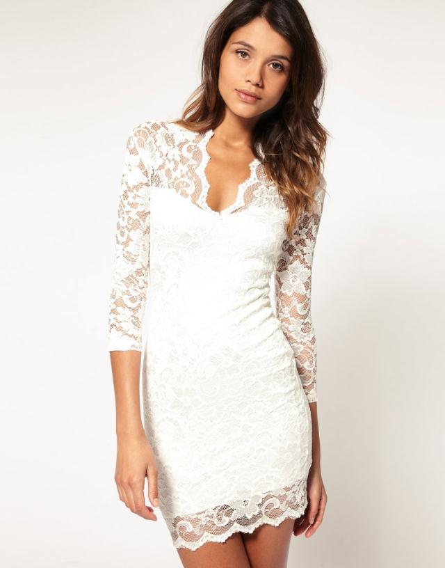 Великолепно смотрятся платья с юбкой годе. Такие модели изящны и роскошны. Чаще всего платья из кружева создаются в сочетании с подкладкой для придания