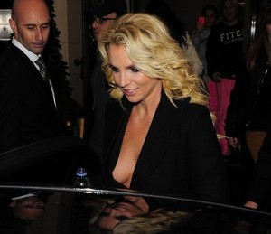 Бритни Спирс забыла надеть бюстгальтер