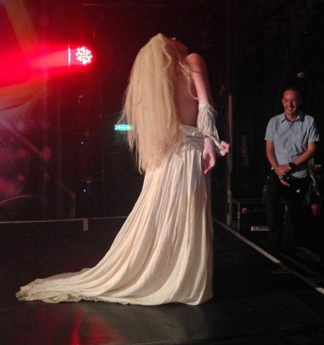 Lady Gaga обнажилась перед пуликой