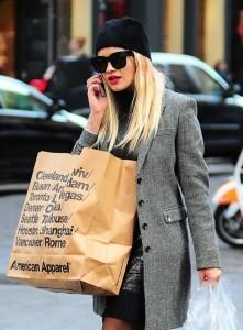 Rita Ora на рынке в Сохо