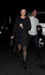 Кэти Перри на прогулке
