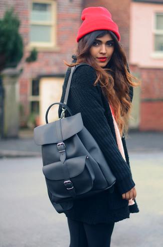 Девушка с рюкзаком на плечах