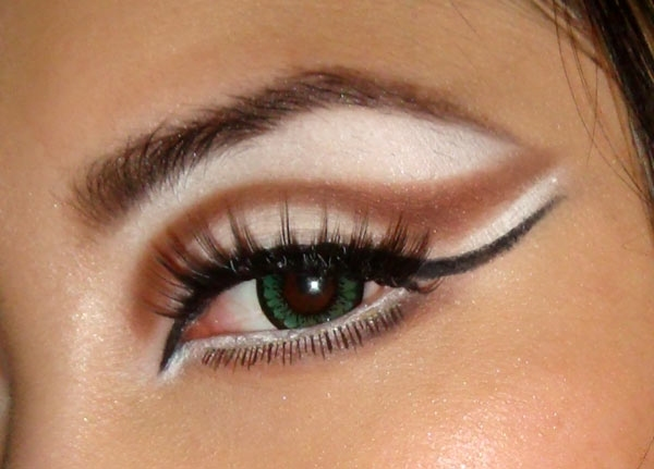 4360743_halloween-cat-eye-makeup-look
