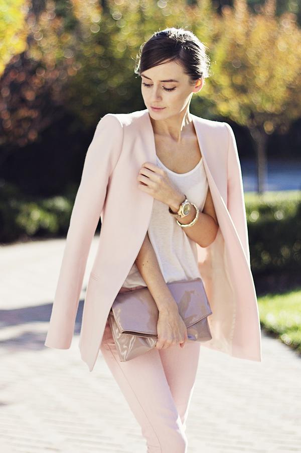 В моду входит бледно-розовый цвет!