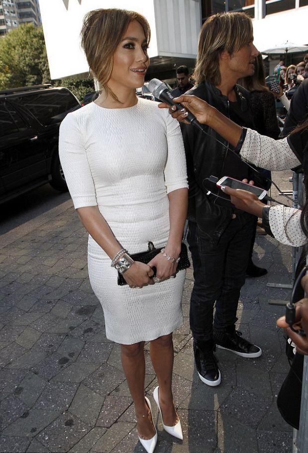 Дженнифер Лопес удивила всех своим белым платьем
