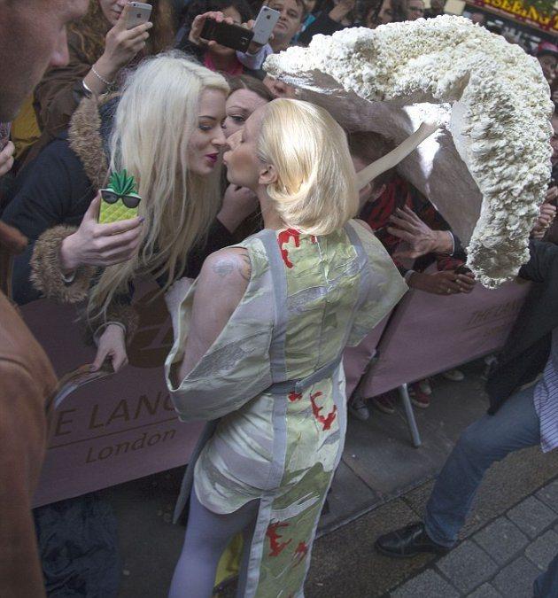 В каком костюме была Lady Gaga на Хэллоуин?