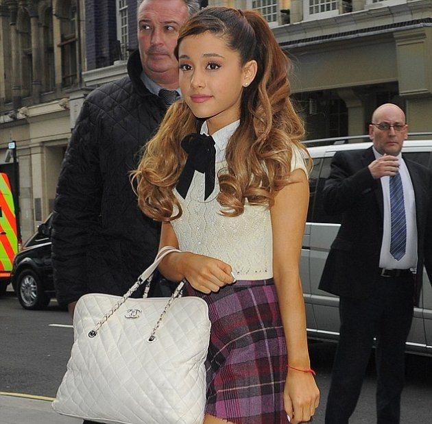 Ariana Grande была захвачена фанатами