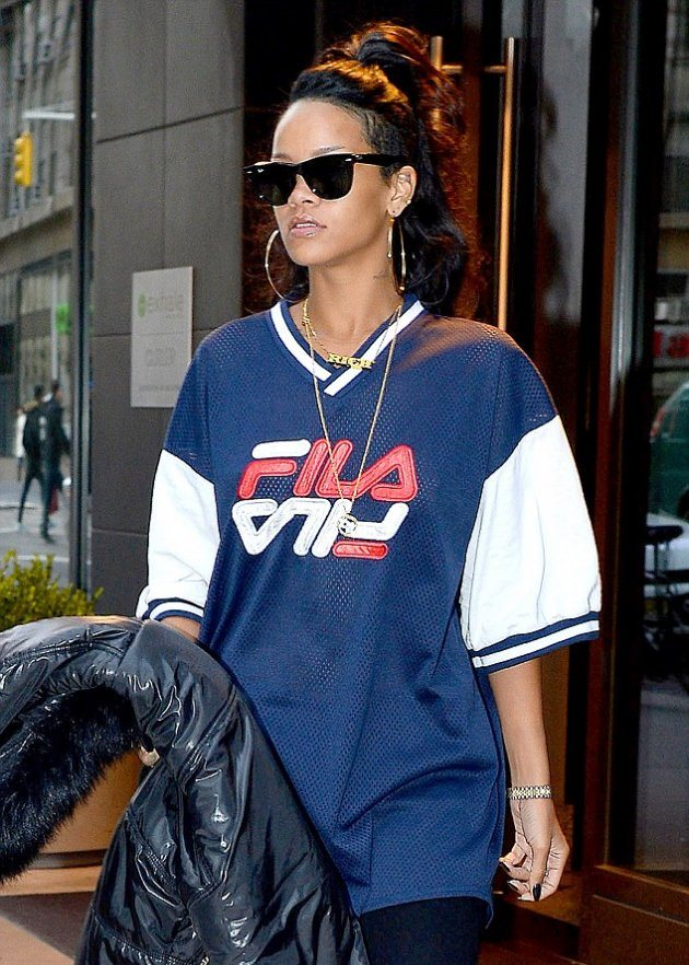 Как выглядела Rihanna, когда ехала на свой концерт в Денвере?