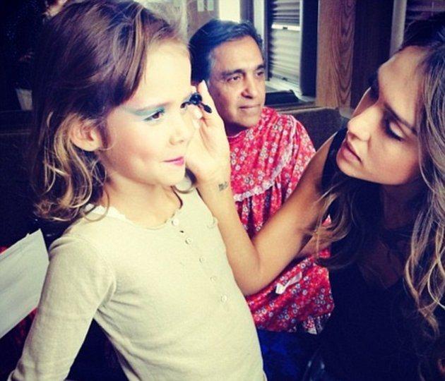 Джессика Альба берет дочь на работу