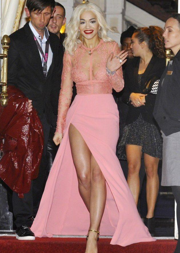 Rita Ora могут выселить из отеля