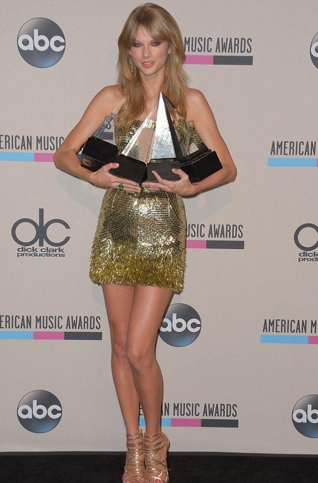 Тейлор Свифт получила четыре награды!