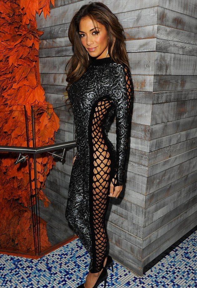 В каком платье Николь Шерзингер была на вечеринке?