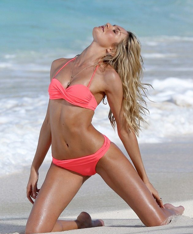 Candice Swanepoel на фотосессии на пляже