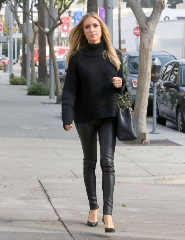 В чем была одета Kristin Cavalli на днях, гуляя в Беверли-Хиллз?