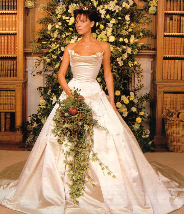 Виктория Бекхэм решила продать свою свадебную тиару