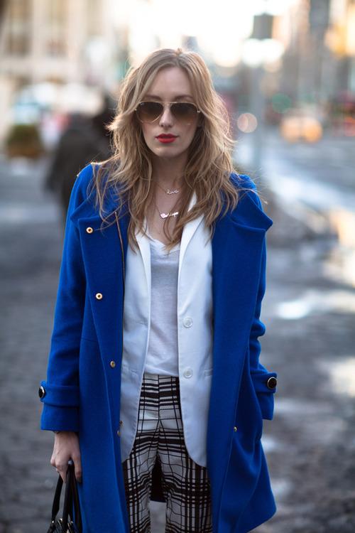 Модное синее пальто, с чем носить