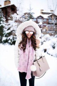Девушка на зимней улице