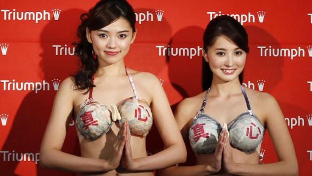 """Вышли в свет """"гостеприимные бюстгальтеры"""" в Японии"""