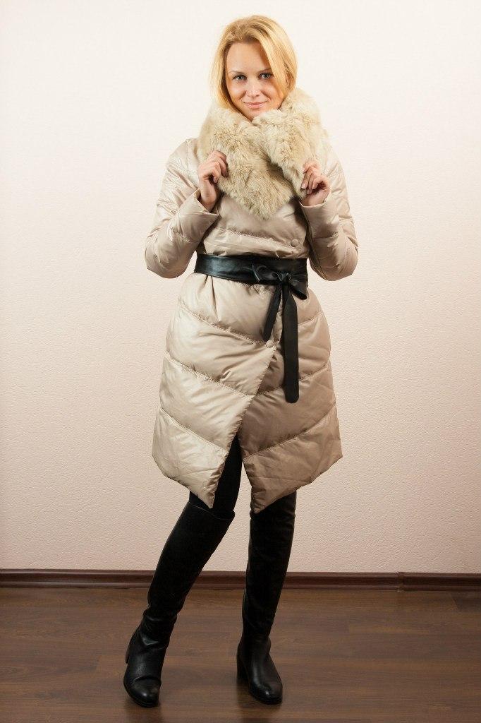 Модный бежевый пуховик с чем носить?