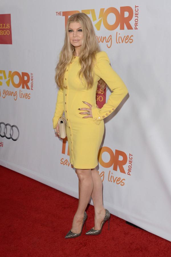 Вам нравится желтое платье Ферджи?