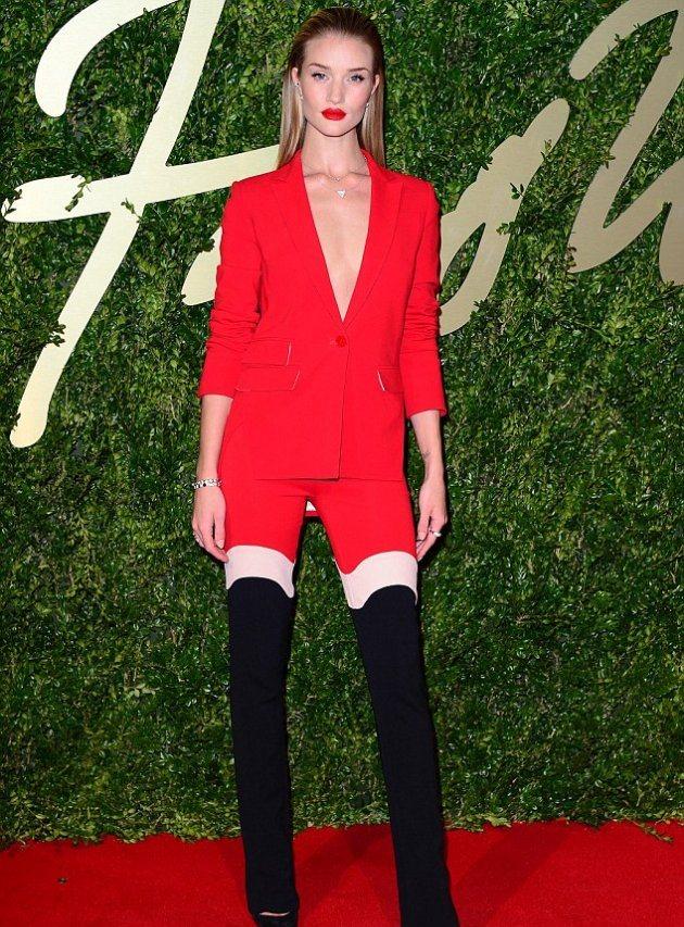 Рози Хантингтон-Уайтли появилась на красной ковровой дорожке