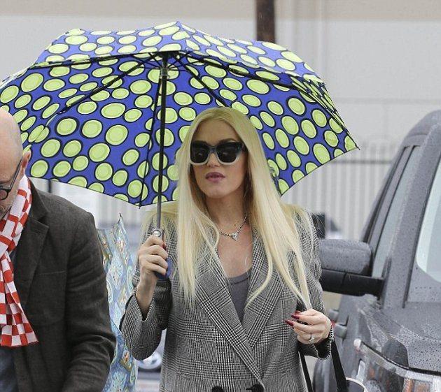 Во что был одета Гвен Стефани под дождем?