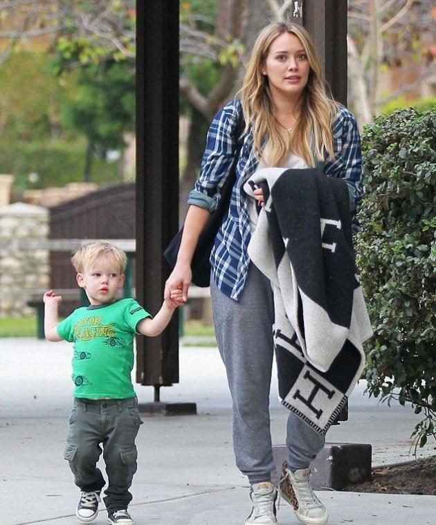 Хилари Дафф на прогулке с сыном
