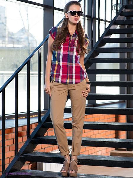 Модные бежевые брюки. С чем их носить?