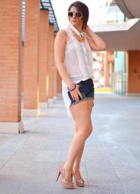 С  чем носить красивую белую блузку?