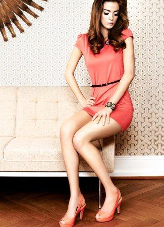 С чем носить модное коралловое платье?