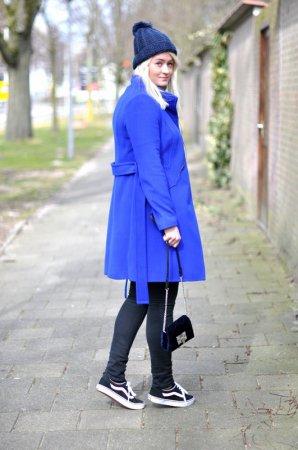 С чем носить синие ботинки?