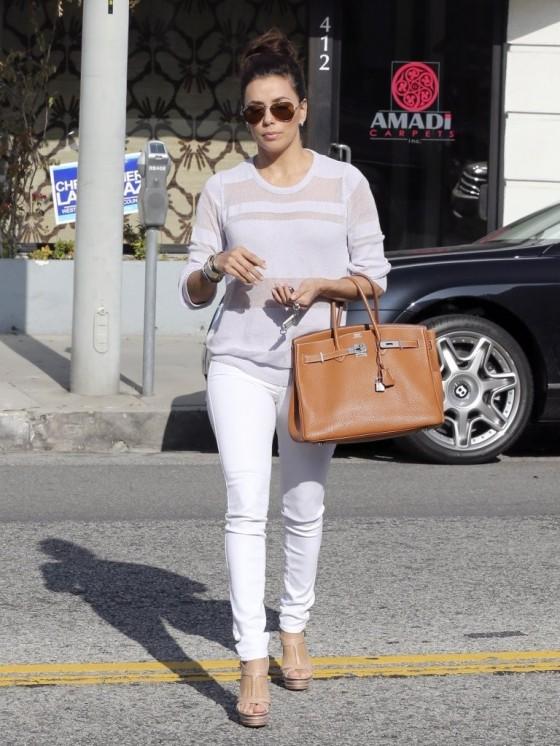 С чем можно носить белые брюки?