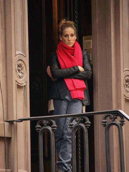 Как носить шарф с кожаной курткой