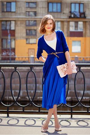 С чем сочетать синий цвет в одежде?