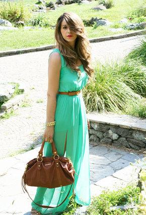 С чем носить зеленое платье?
