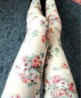 С чем носить лосины с розами