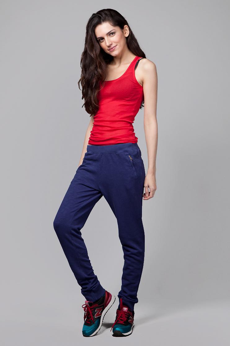 Можно ли носить зауженные брюки с кроссовками