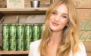 Рози Хантингтон является новым лицом Cola Cola