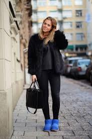 Девушка на улице в черной шубке