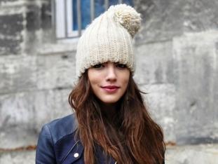 С чем носить шапку с помпоном