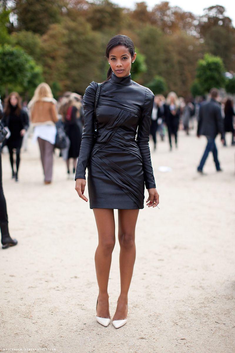 Кожаное платье с чем носить