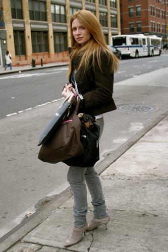 Джинсы серые с чем носить