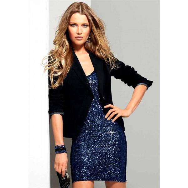 Платье с пайетками с чем носить