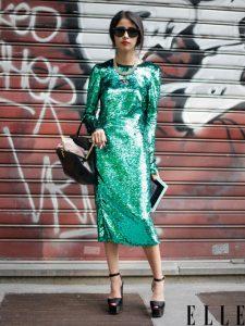 Девушка в зеленом длинном платье