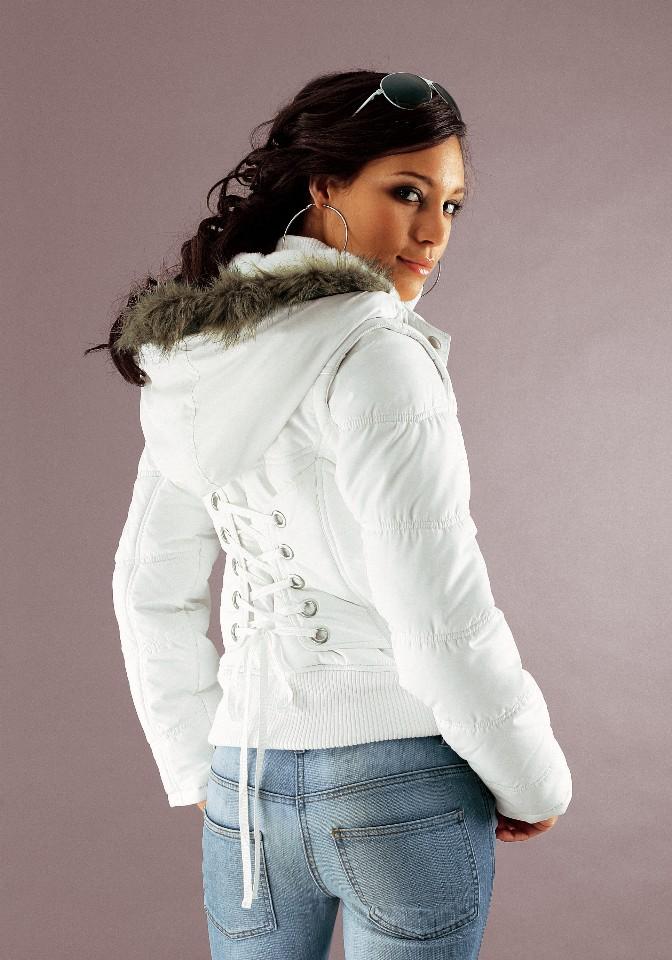 С чем носить белую куртку