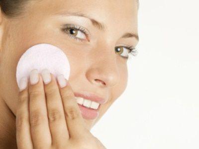 Какое средство для снятия макияжа лучше всего выбрать