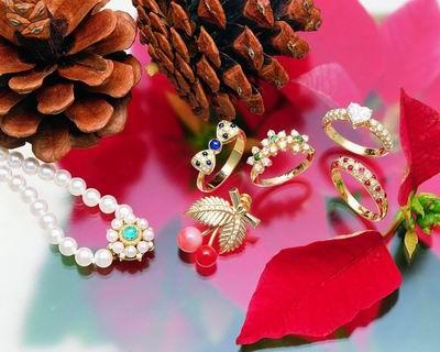 Какие украшения выбрать в подарок?
