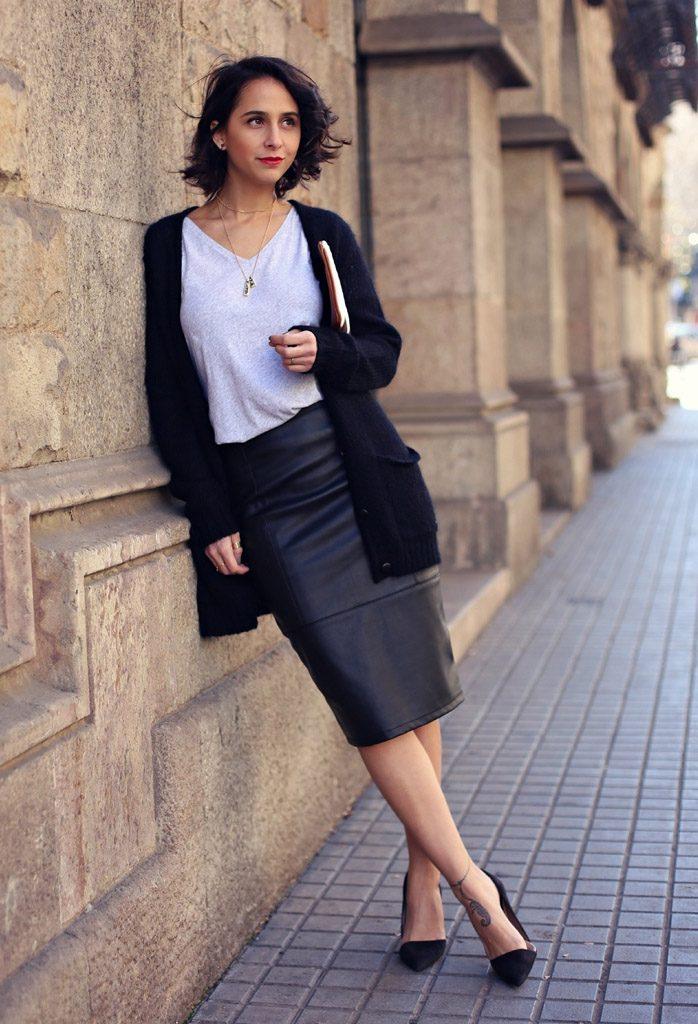 Офисныйы наряд, состоящий из юбки, блузки и кардигана