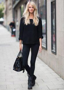 Девушка на улице в черном стиле